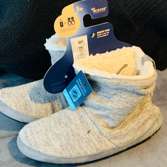 Women's slippers NWT
